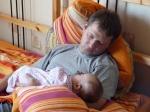 папа усыпил дочку... и себя