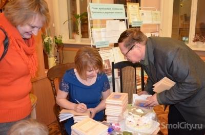 Маленький сын помог смоленской поэтессе представить новую книгу