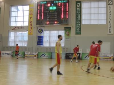 Смоленский баскетбольный клуб одержал одну победу и потерпел одно поражение