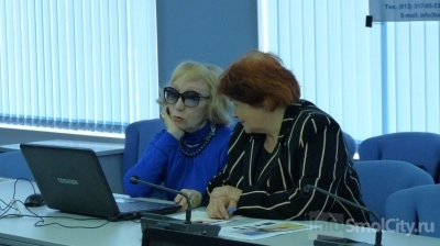 Смоленских бабушек подружат с Интернетом