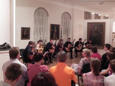 Ночные экскурсии и концерт в музее на день заменили смолянам обыденный отдых (ФОТО + ВИДЕО)
