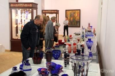 В Историческом музее открылась выставка изделий Первомайского стекольного завода