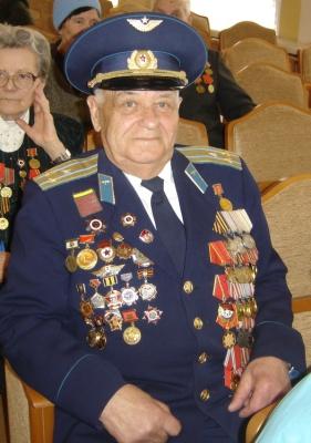 В Смоленске ветеран Великой Отечественной войны отметил 90-летний юбилей